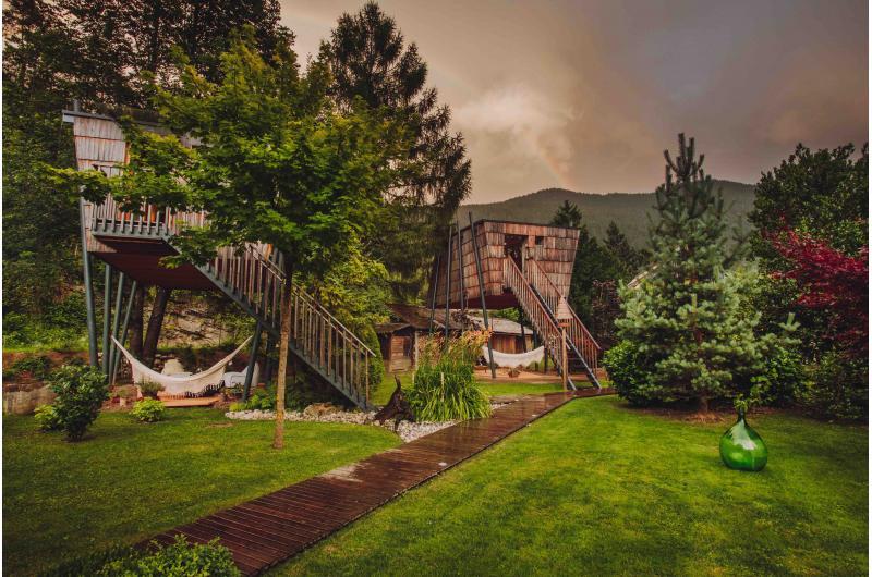 GENUSSREISE SLOWENIEN: Wohnen im Baumhaus, im Heustadel oder im Stall im originellen Haus Raduha, Luče