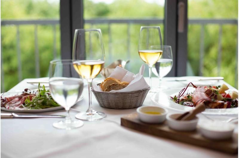 Urlaub inmitten badischer Weinberge: Genießer-Menüs und exzellente Weine