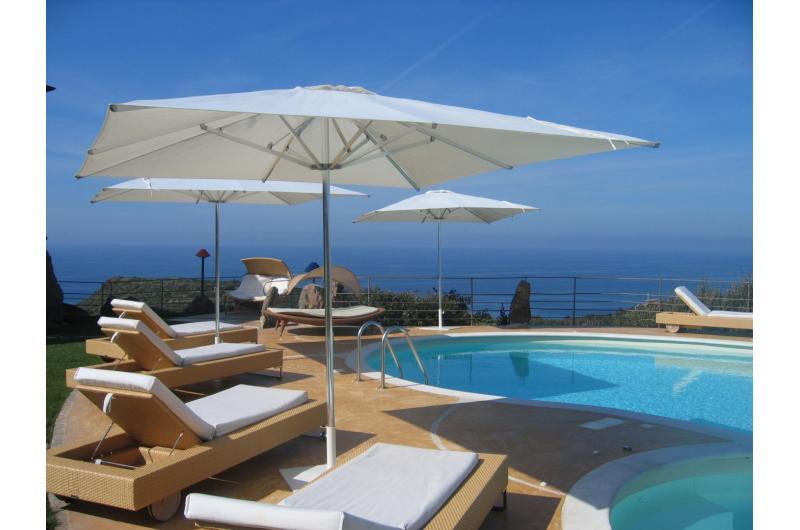 Meer und Pool auf Sardinen