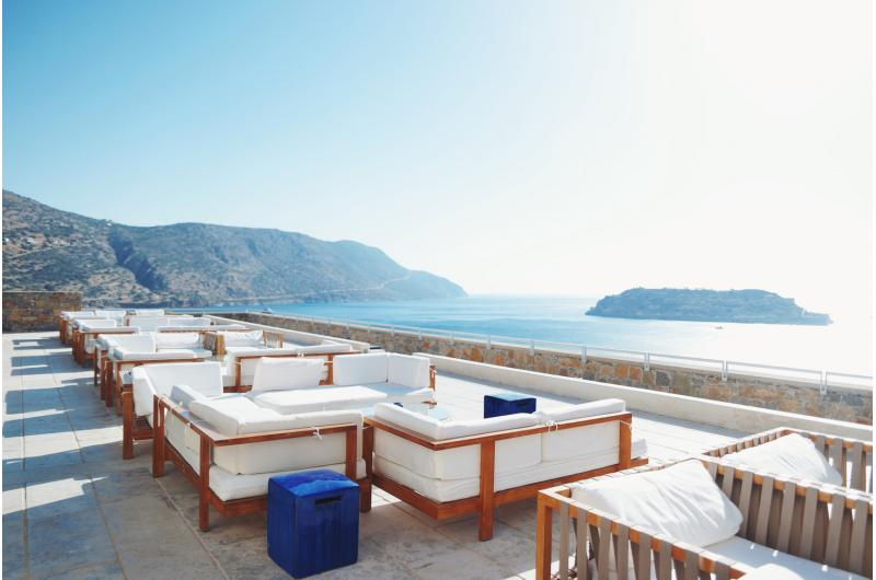 Terrasse mit Meerblick Blue Palace Luxury Collection Resort auf Kreta